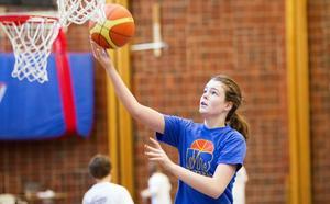Basketcamp. Hanna Isaksson deltog på lägret i Viksängshallen under sportlovet.