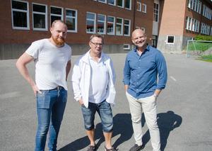 I dag ser skolgården på Kastalskolan inte speciellt inbjudande ut, men det ska bli skillnad på det. Till hösten börjas, om allt går som det ska, en ny multiarena att byggas. Niklas Daoson (S), ordförande i barn- och utbildningsnämnden, Pär Löfstrand (L), vice ordförande, och Anders Edvinsson (S), kommunalråd, gläds åt planerna.