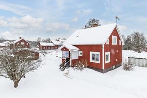 Denna villa i Sör Amsberg, Borlänge kommun, var det åttonde mest klickade huset i Dalarna under förra veckan. Foto: Länsförsäkringar Fastighetsförmedling Borlänge