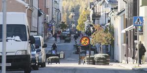 Ett levande centrum skapas inte av parkeringsplatser, utan av Arbogabor som handlar och går på restaurang.
