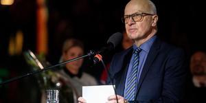 Vissa Timrå-supportrar förstörde Sture Anderssons tacktal och nu ber Timrås ordförande Lars Backlund om ursäkt. Bild: Erik Mårtensson/Bildbyrån