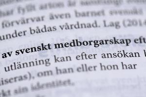 Det är direkt stötande att den som betalar skatt men saknar medborgarskap ska nekas bidrag från välfärdssystemet, anser Anders Björkman.
