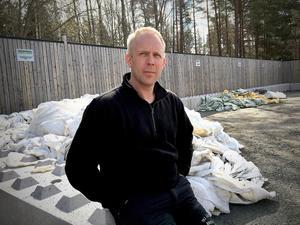 """""""Det är lättare att sortera upp plasten själv när det inte är lika stora volymer som ska iväg samtidigt, säger Mattias Jalonen."""