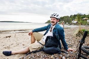 Artikelförfattaren och Alnöbon Jerker Ullerstam uppskattar närheten till havet. Slädaviken är en av alla stränder han besöker under sommaren och de finns endast en kort cykelfärd bort.