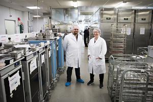 Björn Artz och Anna Marklund på Fazer Food Service är nöjda med hur de lyckats leverera maten till äldreboendena i Gävle.