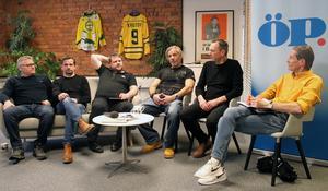 Hans Andersson som programledare för den uppskattade sändningen av en match från Vladimir Krutovs tid i ÖIK. På bilden tillsammans med de tidigare ÖIK-spelarna Patrik Andersson, Jörgen Själin, Kjell-Åke Andersson, Jens Nordström och Mikael Nilsson.
