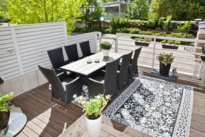 Lägenheten, som ligger på markplan, har en uteplats.Foto: Länsförsäkringar Fastighetsförmedling.