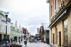 Foto: Henrik Nyblad. Ljusnans tidningshus och Helins bokhandel, de enda byggnader som får godkänt?