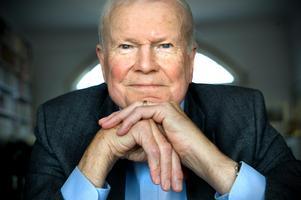 Författaren och avhoppade akademiledamoten Kjell Espmark ser ingen väg framåt med Horace Engdahl kvar på sin stol. Arkivbild.