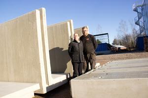 Madelén Marklund håller i ekonomin medan maken Magnus är entreprenören som driver idéerna som ger uppdragen.