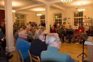 Cirka 80 personer i bland annat tre körer och en Hudiksvalls balalajkor hyllar Örjan Lidén den 1 december.