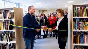 Mattias Åhlund (S), ordförande Hälsinglands utbildningsförbund och Marie Centerwall (S), kommunalråd fick äran att klippa invigningsbandet.