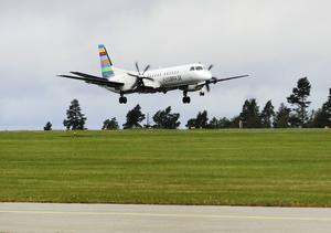 Landning på Frösön med resenärer till Åre/Östersunds flygplats i samband med en flight på Frösön. flygbränsle