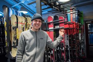 Erik Hidestål från skånska Bjärred ansvarar för shopen och skiduthyrningen. Han flyttade till Fredriksberg för två år sedan efter att sambons pappa fattat tycke för Säfsen i samband med mc-eventet Adventure Days.