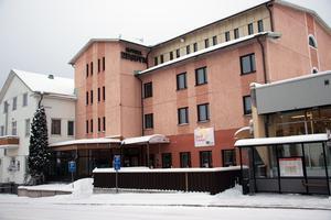 I våras köpte Björn Jonsson och Thomas Eklund hotell Edsbyn och döpte om det till dess tidigare namn Järnvägshotellet.
