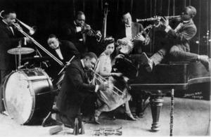 Louis Armstrong spelar med King Oliver's Creole Jazz Band under det tidiga 1920-talet.