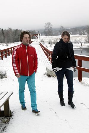 Fotografen Johan Lehman och producenten Carina Möllerberg rekade vid vikbron där delar av filmen ska spelas in.