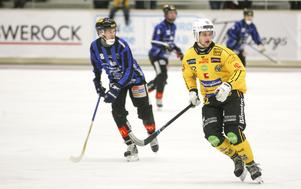 Jesper Öhrlund drev långa stunder på starkt med sin fina skridskoåkning och genombrottskraft.