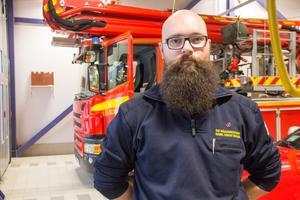 """Det värsta med jobbet som ställföreträdande räddningschef är att se människor som lider, """"det vänjer man sig aldrig vid"""", säger Kamil Oskar Bialas."""