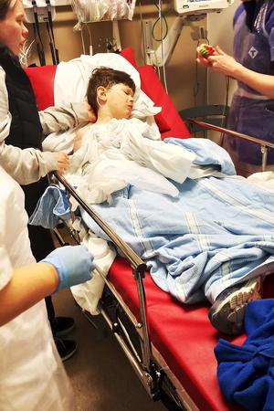 Aaron när han låg på traumarummet på Sundsvalls sjukhus.