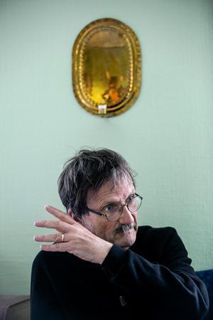 Gunnar Persson är kyrkoherde i Ludvika församling och oroar sig inför nazisternas marsch genom staden på 1 maj: