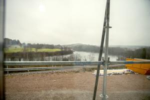 Utsikten ut över Ljungan från markplan. Här var utsikten obefintlig tidigare.