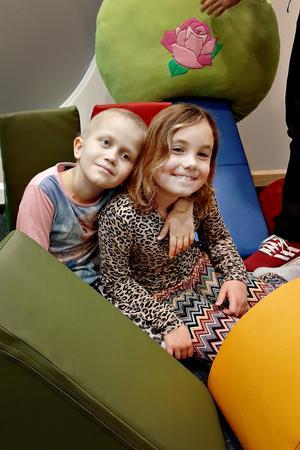 Stiftelsen Min Stora Dag uppfyller önskningar och skapar viktiga pauser för barn och unga med allvarliga sjukdomar och diagnoser. Alice fick träffa vloggarna The swedish family. Foto: Jenni Dahl.