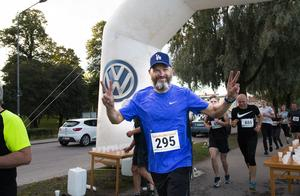 Håkan Lenneby från Bollnäs var på glatt humör vid vätskestationen.