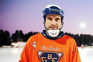 Bollnäs lagkapten Andreas Westh fick beskedet om kommunfullmäktiges ja under måndagens träning i Umeå.