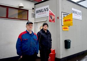 Claes och Olle Lindkvist har förutom Minilivs och verkstad hand om DHL:s paket.