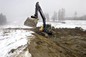 Tre stycken big jumps bygger Bollnäs Alpina klubb i Bollebacken, vilket ska göra backen attraktivare. Foto: Cohnny Skoglund