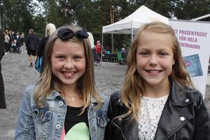 Thea Sundqvist och Linn Sandemalm har varit på tre av sommarens trivselkvällar tillsammans. Deras favoriter har varit Lisa Ajax och Hasse Andersson.