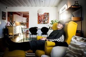 Karolina Lindkvist gillar att spendera tid hemma.