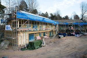 19 lägenheter byggs i anslutning till Leksands folkhögskola. Planer finns på två hus till.