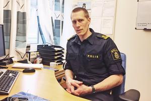 Utredningsgruppens chef i Sala, Peter Danielsson, berättar att Salapolisen tog över utredningen från Norrlandspolisen när denna bad om hjälp.