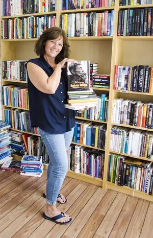 Läs själv, låna ljudböcker, ta hjälp av bibliotekspersonal eller bokhandlare. Det är några tips och råd från Agneta Norrgård för att få barn att läsa mer.