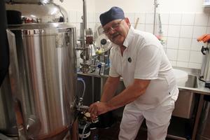 I jäskärlet får ölen jäsa, innan det hälls upp i behållare.