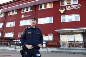 Kommunpolis Pär Nylén tycker att situationen med polisens närvaro i Lekeberg är bättre än för ett år sedan.-  Men vi har en bit kvar för att komma närmare medborgarna.