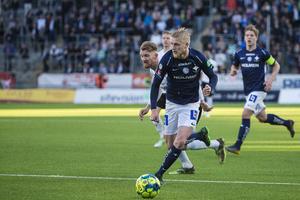 Kalle Holmberg är inne på sista året på sitt kontrakt med IFK Norrköping. Mot ÖSK fick han starta för tredje gången i år, men hittade inte nätet i en match som