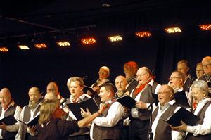 Manskören Harmoni bjöd på en blandad kompott i årets caprice. Publiken fick drygt två timmars sångunderhållning av hög klass.