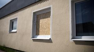 Den misstänkta gärningsmannen ska ha tagit sig in genom ett fönster i markhöjd på Postnords företagscenter i Avesta.
