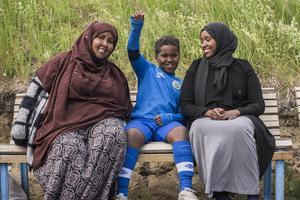 Abdulgadir Shino 9 år, berättar att han vann sin första match för dagen med 6-2 och att han gjorde en assist.
