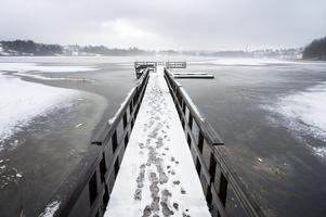 I många år har Sundsvalls kommun saknat tillstånd för att ta vatten ur Sidsjön för att tillverka konstsnö. Inför kommande vinter har man nu hittat ett upplägg som säkrar vattentillgången.
