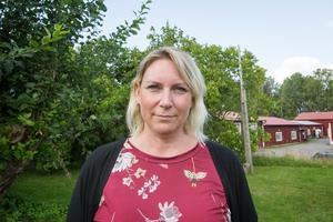 Marlene Jörhag (KD) berättar att renoveringen av OP-skolan kommer bli av, men i mindre skala.