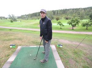 En annan utmaning är att försöka lyfta golfklubban.