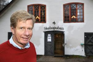 Rolf Hedin och musikgruppen Dagslända spelar tonsatta dikter och