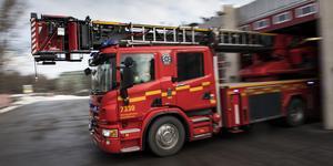 Räddningstjänsten arbetar med att släcka branden som uppstått i Säter. Bilden är tagen vid ett annat tillfälle.