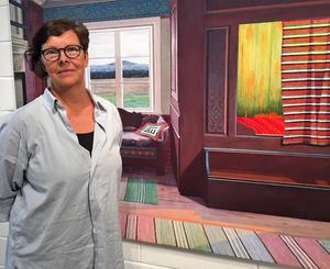 I Konsthallen visas nu utställningen Confluence med verk av Ylva Ceder.  Här står Lena framför målningen In the name of God .