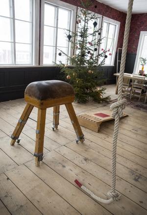Den gamla bocken har åter hamnat i skolmiljö sedan Thomas köpte den på en auktion från när en annan skola i Älvdale lades ner.