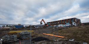 Bygget av Paradoumos nya kontorshus pågår för fullt i Mörbyområdet. Nykvarns kommun flyttar in på en våning i början av februari.